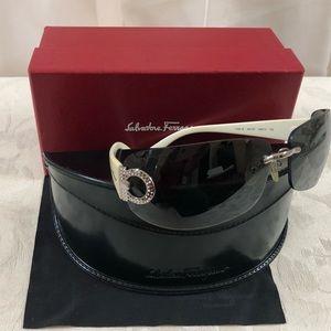🆕 Salvatore Ferragamo Logo Sunglasses 😎